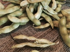 Replace Potato Chips With Baked Edamame (green soybeans)