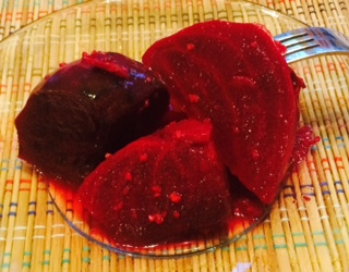 Slow Cooker Garden Garlic Beets